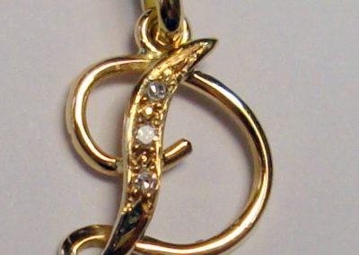 Pendentif or initiale + diamants