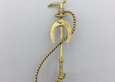 Broche vénerie fouet avec lanière et fer à cheval