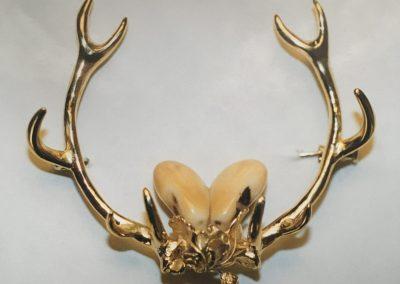 Broche or trophée  + crocs de cerf