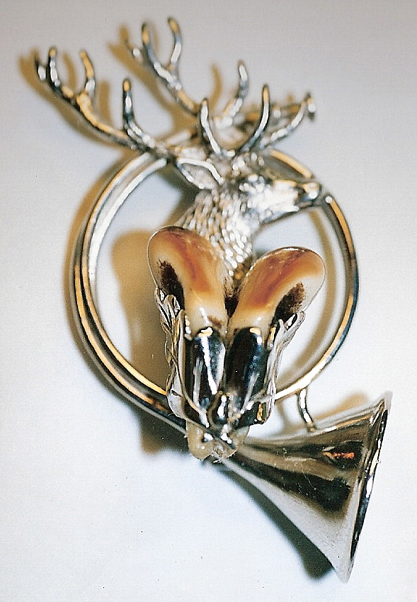 Broche trompe dents et tête de cerf