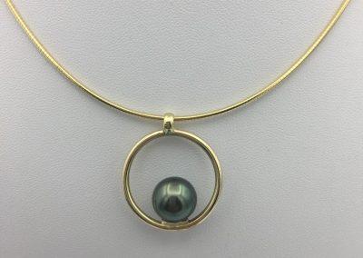 Collier or cercle + perle de tahiti
