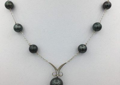 Collier or perles de tahiti + initiale