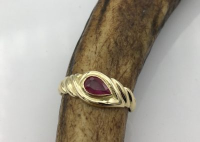 Bague or rubis