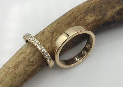 1/2 alliance or et diamants / Alliance or ruban diamants à l'intérieur