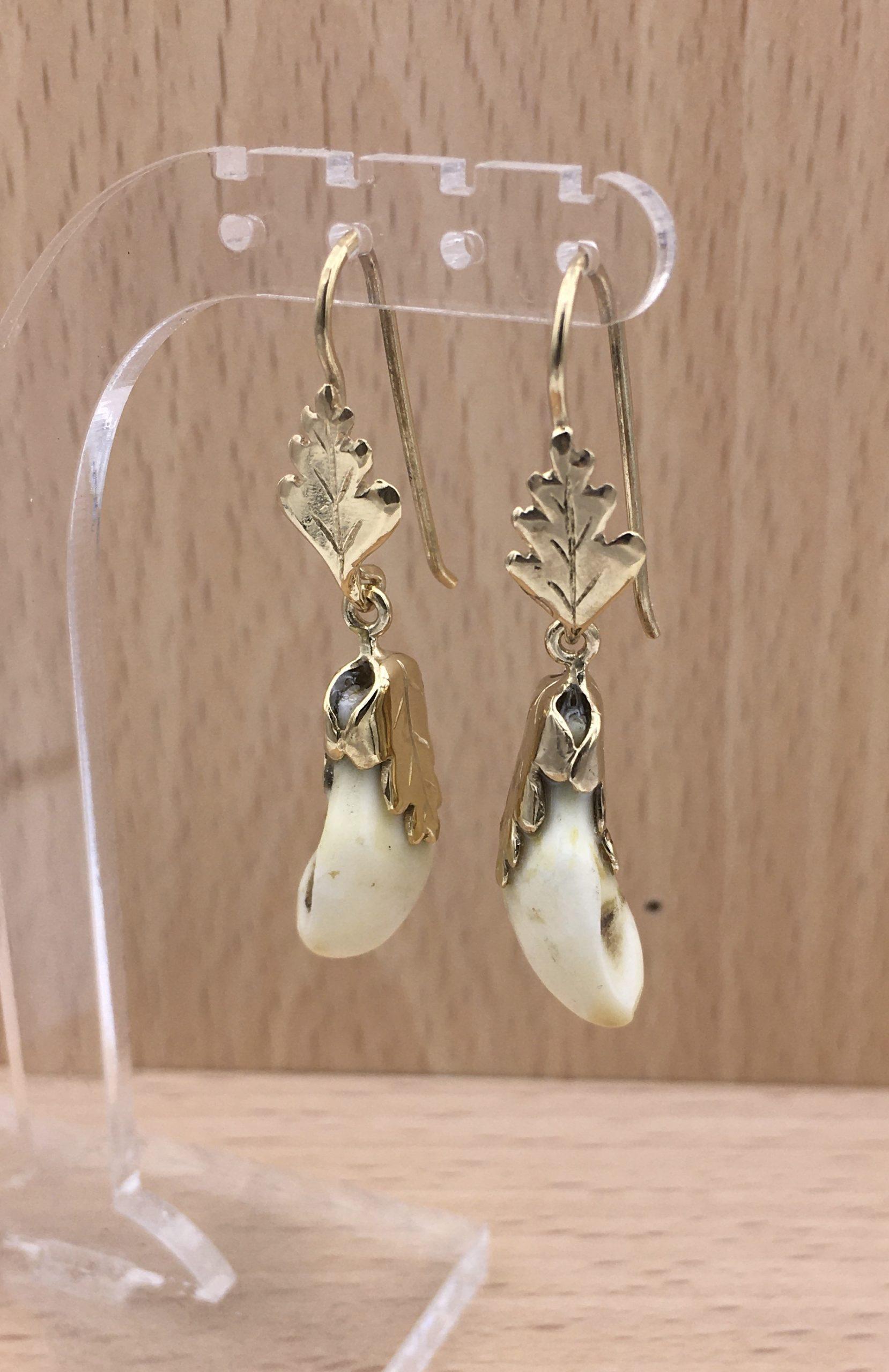Boucles d'oreilles pendant crocs cerf et feuilles de chêne